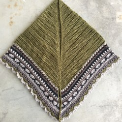The Sunday Shawl in green