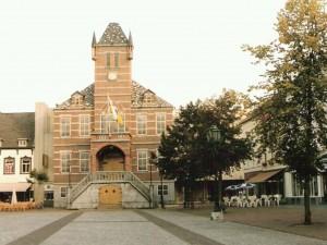 Replica van het oude stadhuis aan de Markt in het kader van 750 jaar Sittard in 1993.