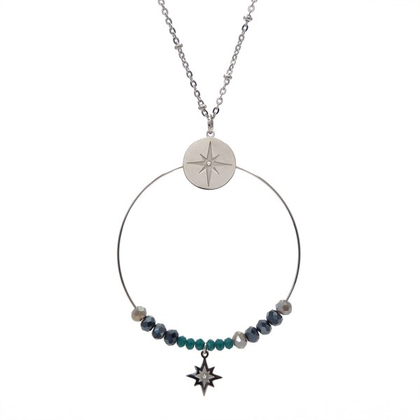 Collier pendentif étoile et perles à facettes en acier inoxydable.
