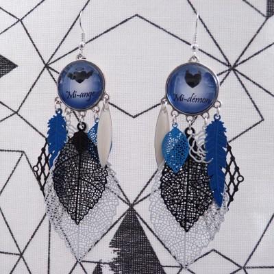 Boucles d'oreilles Mi-ange Mi-démon noires, bleues et blanches