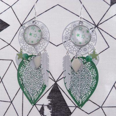 Boucles d'oreilles cabochons étoiles vertes et blanches