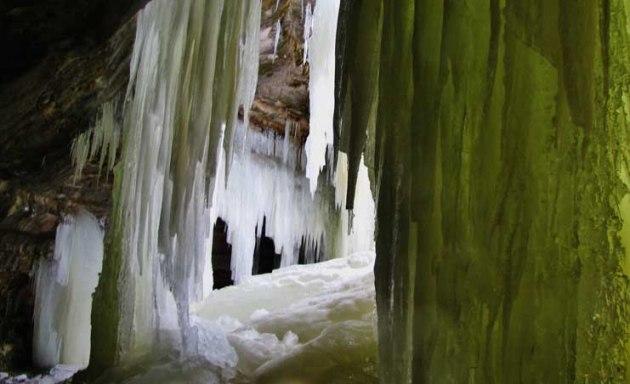 eben-ice-caves-marquette