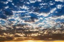 Lindo céu durante o nascer do sol nas dunas de Erg Chebbi, Merzouga em Marrocos