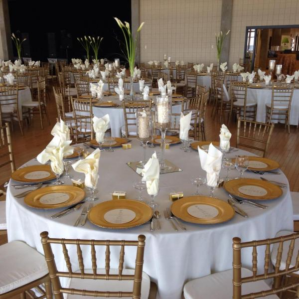 chiavari chairs china bedroom chair wood resin garden marrymeweddingrentals com fine linens stemware and flatware with gold at sanders beach