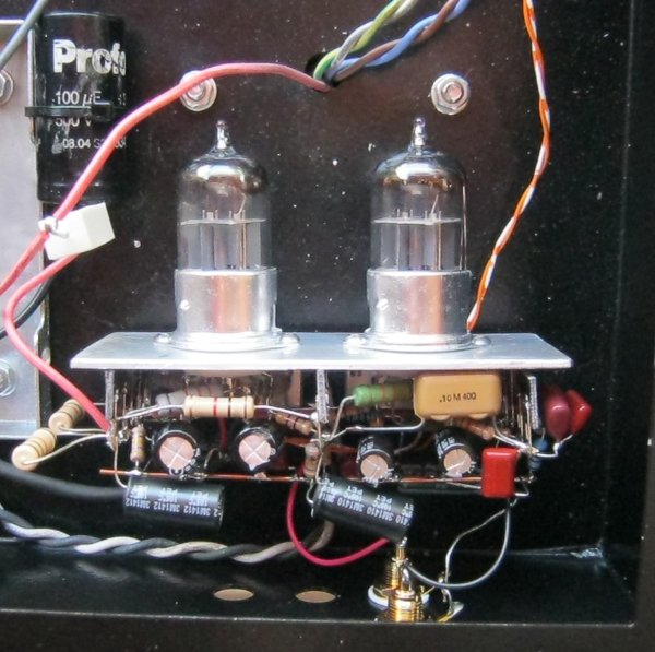 stereo-amplifier-with-integrated-phono-preamp-3