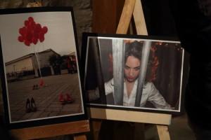 Due scatti della mostra presente
