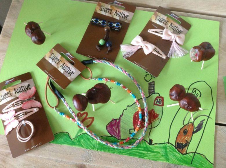 De Sweet Native haarfrutsels kleuren heel goed bij de herfstknutsels van mijn dochters (gemaakt bij de buurvrouw, leuk gedaan).