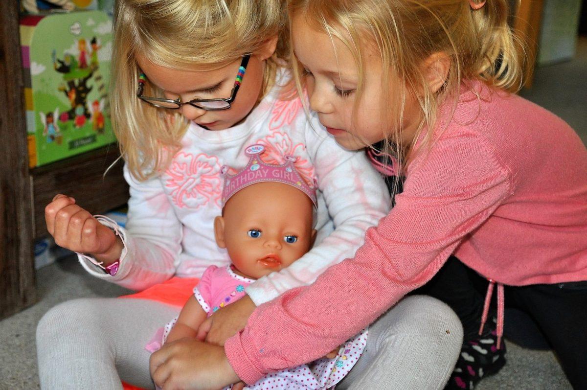 Huilende en plassende verjaardagspop van Baby Born getest