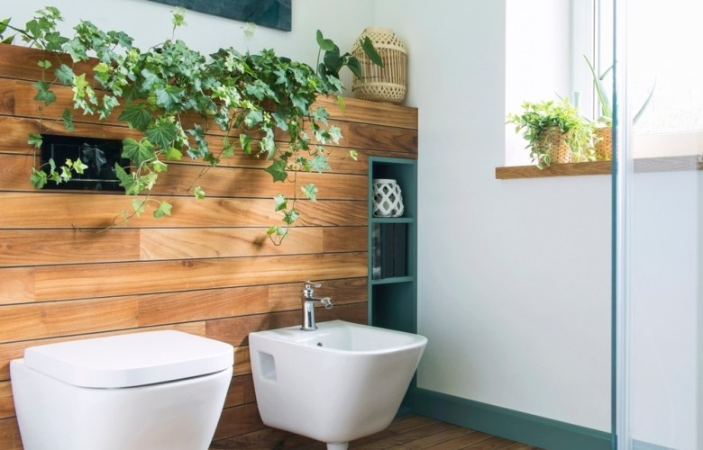 Cozy and mediterranean style bathroom in warm colours and natural wood.