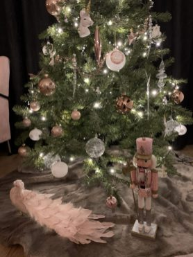 roze notenkraker kerstmis