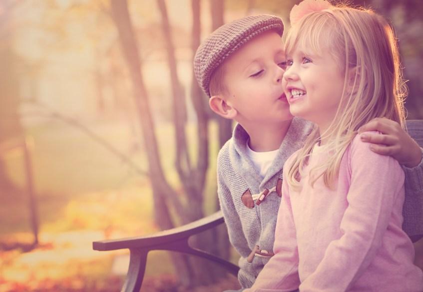 foto-de-niños-besandose
