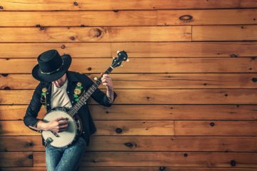 banjo-player-man-music-387-825x550