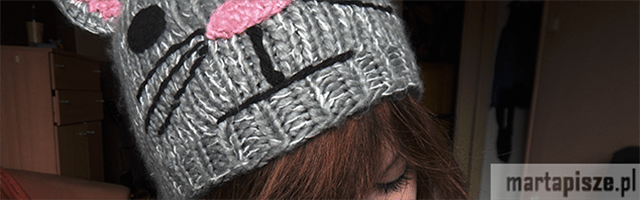 kocia czapka kot mordka nos uszy dziewczyna grzywka brązowe włosy rzęsy