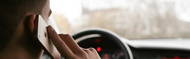 rozmawianie przez telefon w czasie jazdy