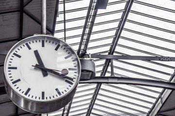 clock-deadline-departure-4090-825x550