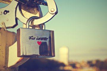 love-padlock-4662-825x550