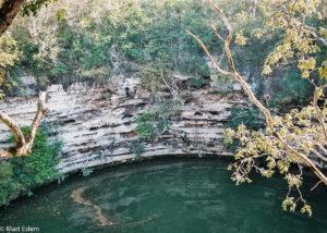 Posvátná studna Cenote Sagrado, Chichén Itzá, Yucatán, Mexiko (Mart Eslem)