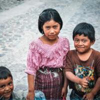 Děti od Lago de Atitlán, Guatemala (Mart Eslem)