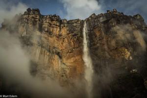 Horní hrana nejvyššího vodopádu světa Salto Angel (Mart Eslem)