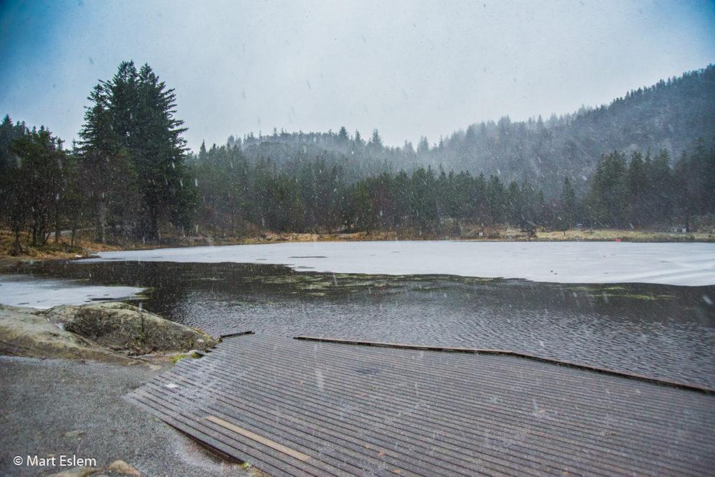 Nepřízeň počasí na břehu jezírka Skomakerdiket (Mart Eslem)