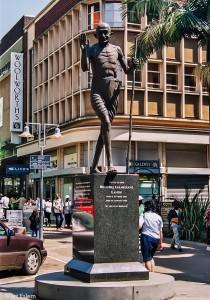 Socha Gándhího v Pietermaritzburgu, JAR [Mart Eslem]
