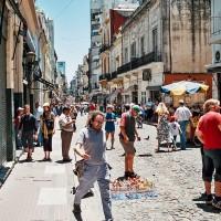 Calle Defensa je plná bohémů a umělců – San Telmo, Buenos Aires, Argentina [Mart Eslem]