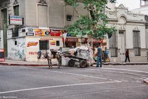Bezdomovci uklízí a třídí veřejný odpad – Montevideo, Uruguay [Mart Eslem]