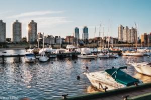 Kotvící jachty v Puerto del Buceo – Montevideo, Uruguay [Mart Eslem]