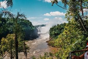 Pohled na peřeje Ďáblova chřtánu – Iguazú, Argentina [Mart Eslem]