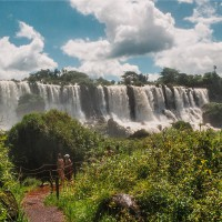 Vodopády Iguazú - pěšinka na Isla San Martin – Iguazú, Argentina [Mart Eslem]