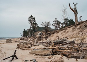 Dílo zkázy na plážích u mysu Kolka (Mart Eslem)