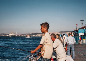 Restaurace v Istanbulu zásobují někdy i děti (Mart Eslem)