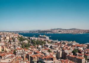 Výhled přes Bospor na asijskou část Istanbulu (Mart Eslem)