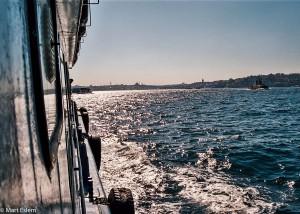Istanbul - pohled z vln Bosporu na Staré město (Mart Eslem)