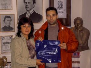 Paní Nalalia Tumarec měla z dárků pro děti velikou radost (Mart Eslem)