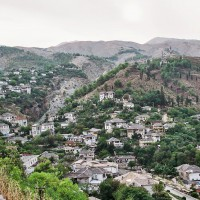 Gjirokastra - rodné město albánského diktátora Envera Hodži (Mart Eslem)
