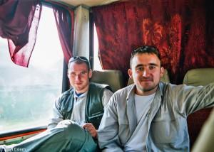Zleva Pavel a Milan pod plynovou bombou (Mart Eslem)