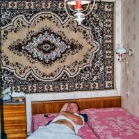 Lenošení v pelíšku pronajatého bytu v Kišiněvě (Mart Eslem)