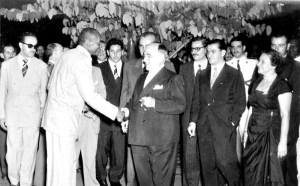 Mestre Bimba insieme al presidente del Brasile Getulio Dorneles Vargas
