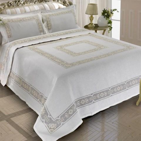 Completo Primoletto ricamato dal design classico varianti panna o bianco Incanto