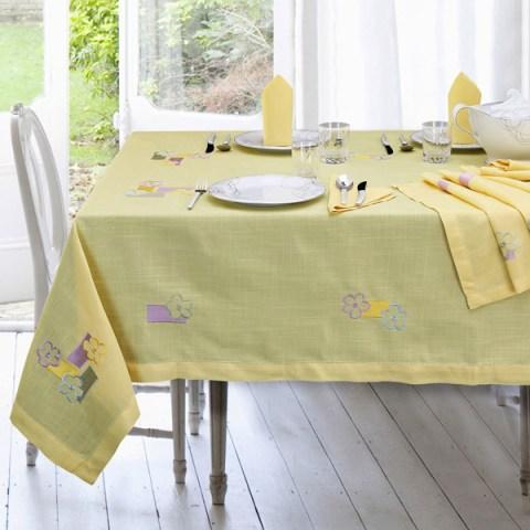 Arcobaleno Completo di Tovaglie con ricamo fiori su tessuto di colore giallo
