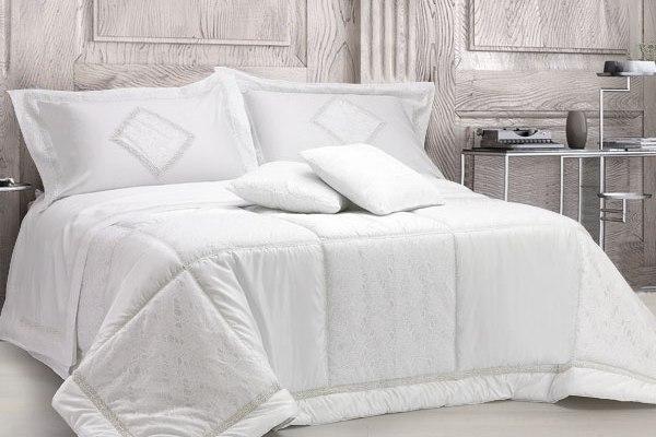 trapunta-bianco-primoletto-pizzo-valencienne-macramè-bianco-sposa-600x400