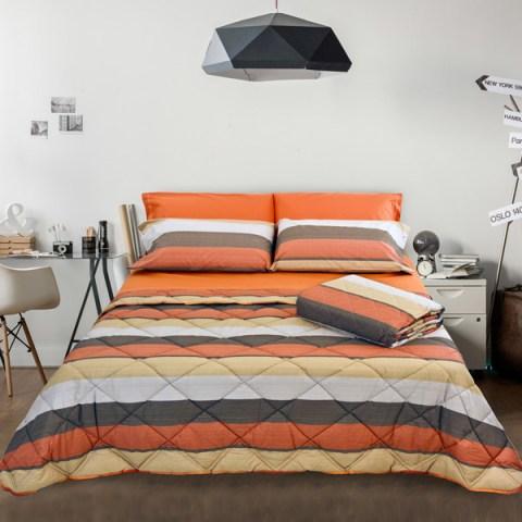 Completo letto composta da Trapunta, Trapuntino, Coppia Lenzuola Fantasia e Tinta Unita Arancio Trend