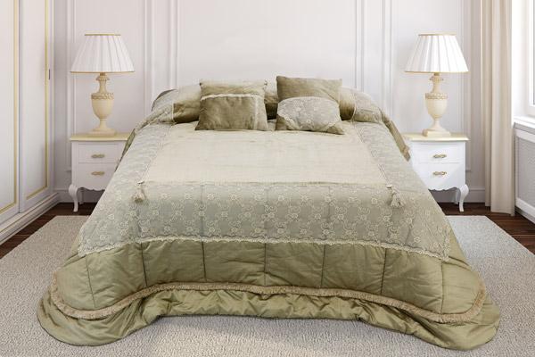 trapunta modello patchwork tessuto base seta letto realizzato velluto emprime inserti pizzo ricamato tulle finitura macrame