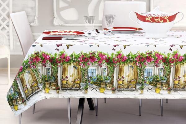 Set di tovaglie con fantasie farfalle e fiori