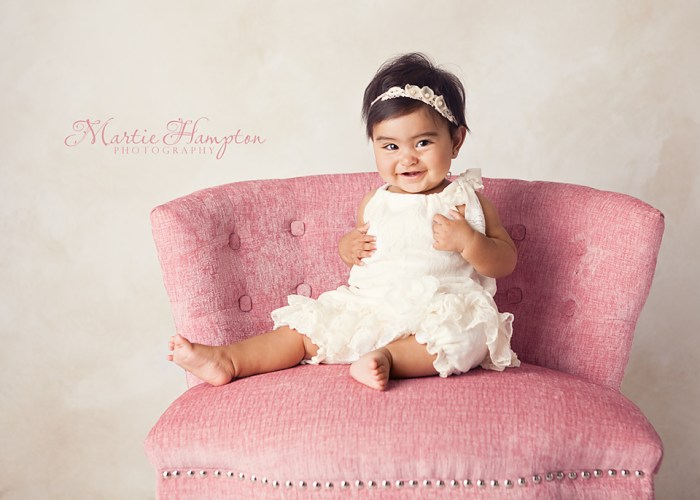 6 months baby sitting photographer adorable ideas