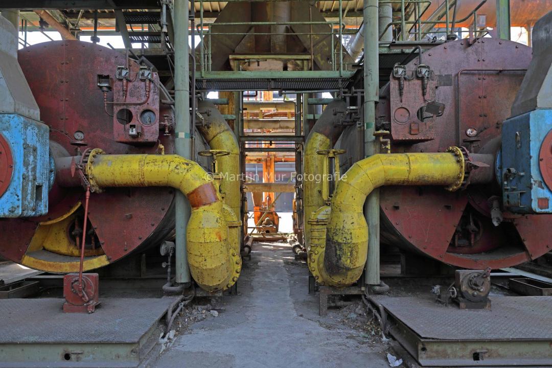 industriële fotografie, symmetrie met gele buizen, Duisburg