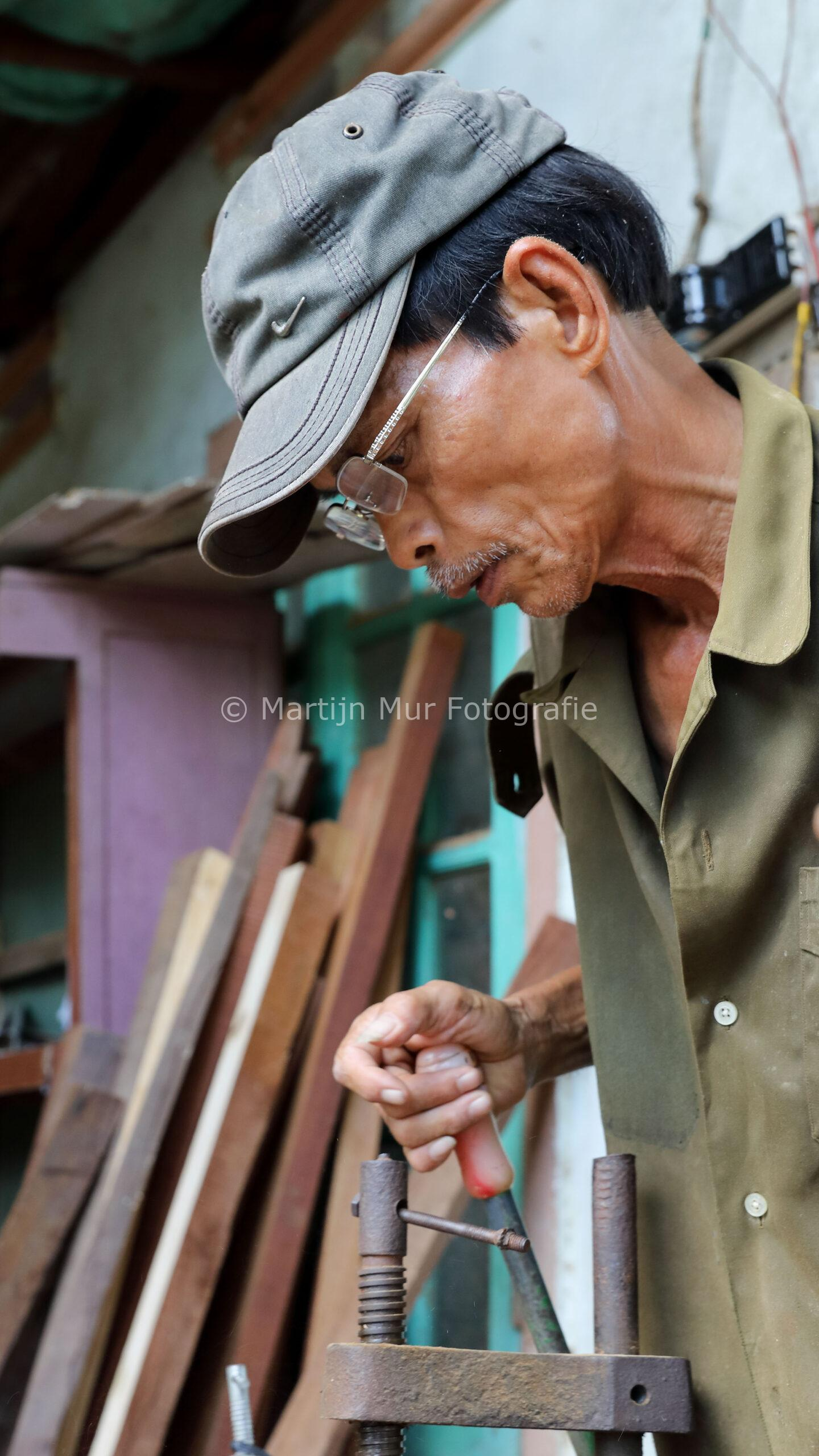 beroep in beeld, houtbewerker in Vietnam