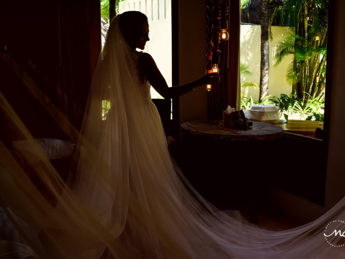 Bride portrait at Mahekal Beach Resort, Mexico. Martina Campolo Photography