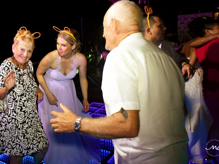 Wedding guests having fun at Now Sapphire Riviera Cancun. Martina Campolo Photography